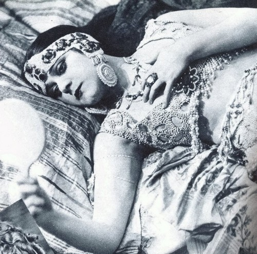 "Theda Bara as ""The Vamp"""