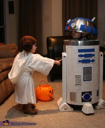 Tiny Leia and R2