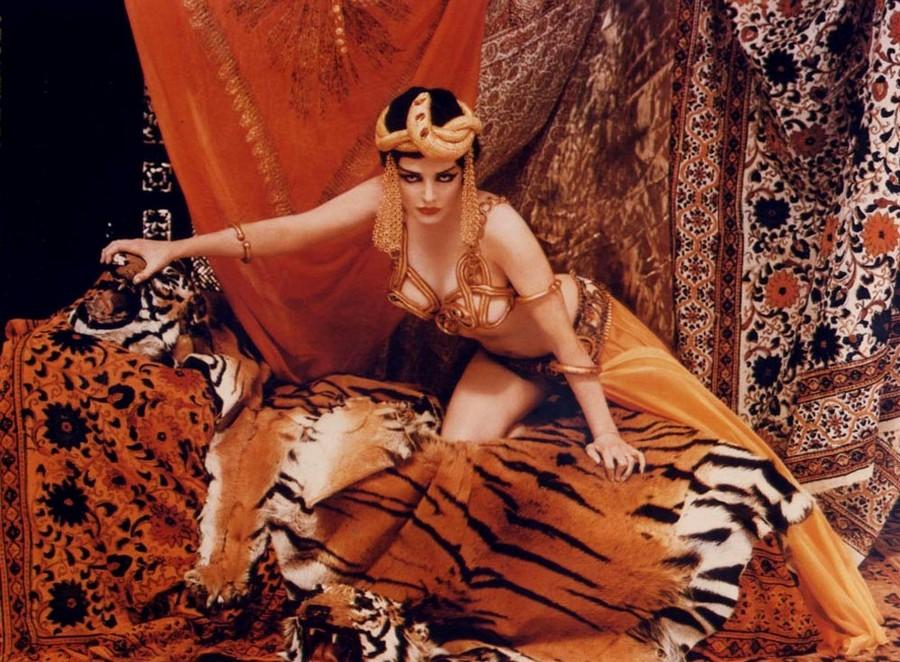 1958 Marilyn Monroe as Theda Bara in Cleopatra by Richard Avedon