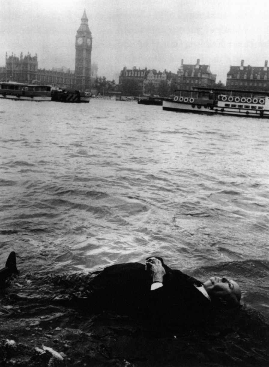 Hitchcock floats down the River Thames, Frenzy, 1972