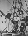 Noel Neill (Lois Lane) with Vintage Girls at Ferris Wheel - 1940's wire service photo