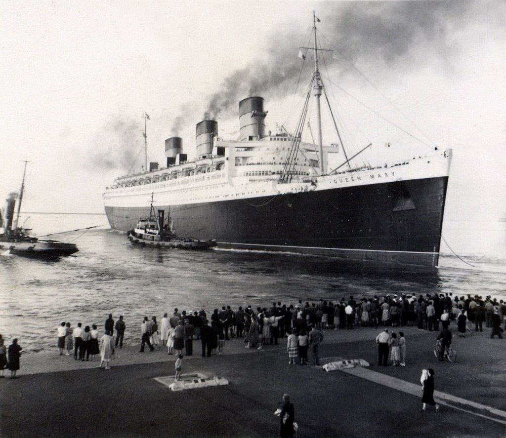 RMS Queen Mary docks at Cherbourg, 1957