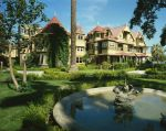 Winchester Mystery House via Wikipedia by Gentgeen
