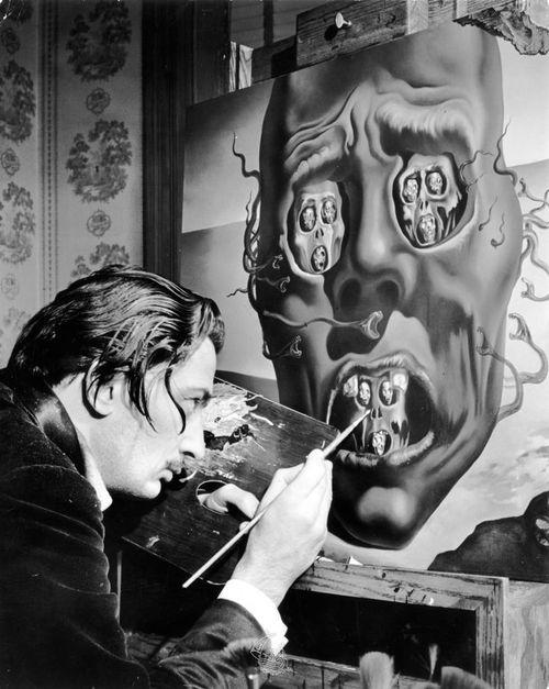 Salvador Dali painting La Cara de la Guerra (The Visage of War) in 1940